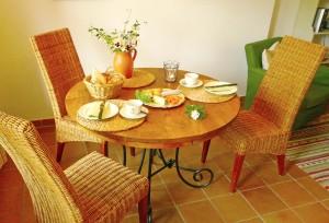 Ferienwohnung Tisch und Stühle