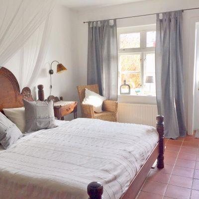Das breite, gemütliche Bett